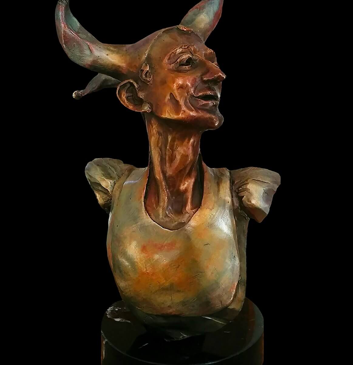 The Jester bust is a fun new small bronze sculpture created by Andrew DeVries copyright 2019