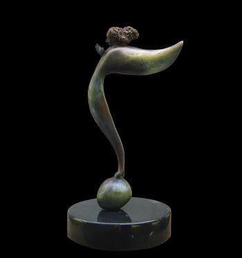 L'ange Musique is a bronze angel in the shape of a musical note. Created and cast by sculptor Andrew DeVries. Copyright 2005.